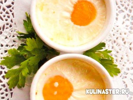 Яйца кокот со сливками