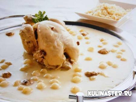 Курица отварная в соусе сюпрем с рисом пилаф
